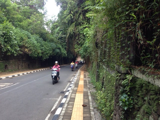 jalan raya tjampuhan