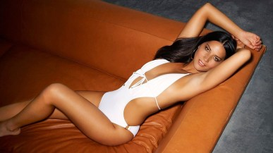 olivia-munn-women-swimsuits-legs-couches-actresses