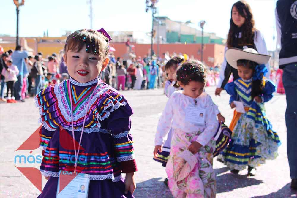 Desfilan Niños De Preescolar Celebrando La Revolución