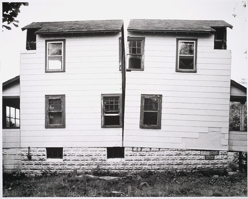 Gordon Matta-Clark. Splitting, 1973