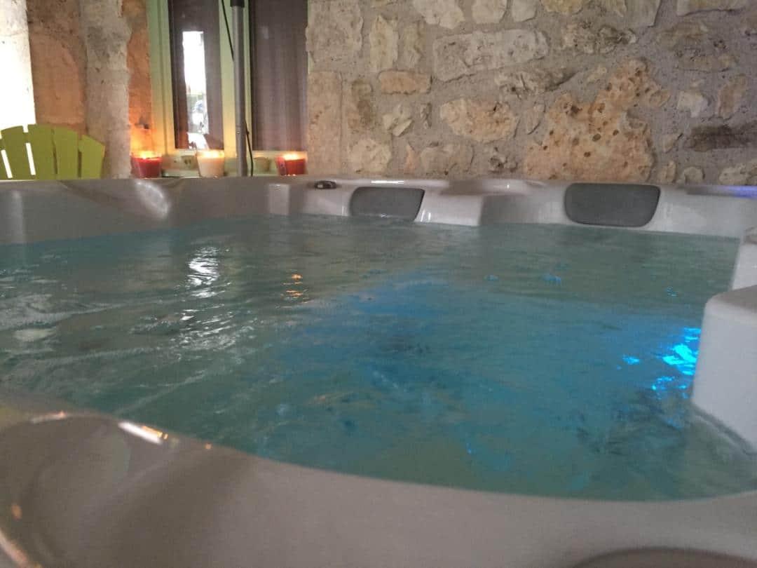 jacuzzi spa piscine lot dordogne détente famille