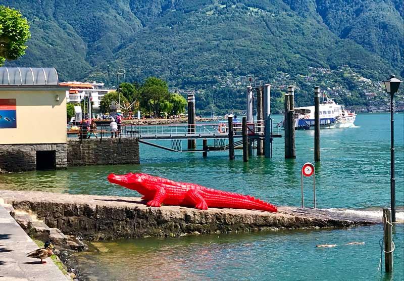 Cracking Art Ascona, alligatore in riva al lago - Photo by MaSeDomani