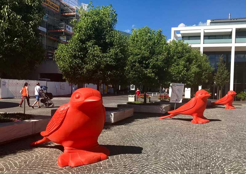 Rondini giganti difronte alla Posta - Photo by MaSeDomani
