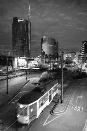 IO MILANO City Life notturna con tram © Carlo Mari.