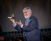 John Landis riceve il Pardo d'onore Manor in Piazza Grande © Tosi Photography.