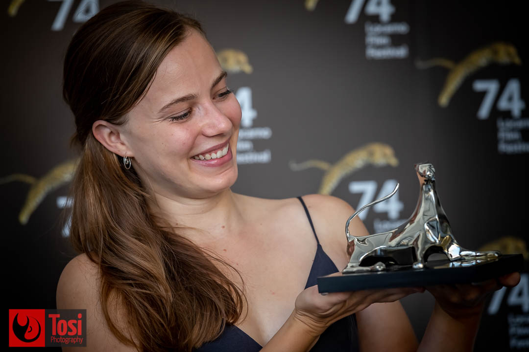 Vincitori Locarno 2021, pardo per la migliore interpretazione femminile a Saskia Rosendhal (Film Niemand ist bei den Kälbern) © Tosi Photography.