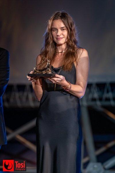 Kasia Smutniak in Piazza Grande con il Leopard Club Award 2021 © Tosi Photography.