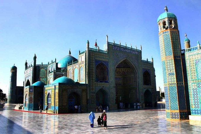 Masjid Biru yang Berada di Mazar-i-Sharif, Afghanistan
