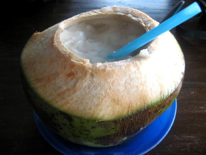 Es kelapa muda segar