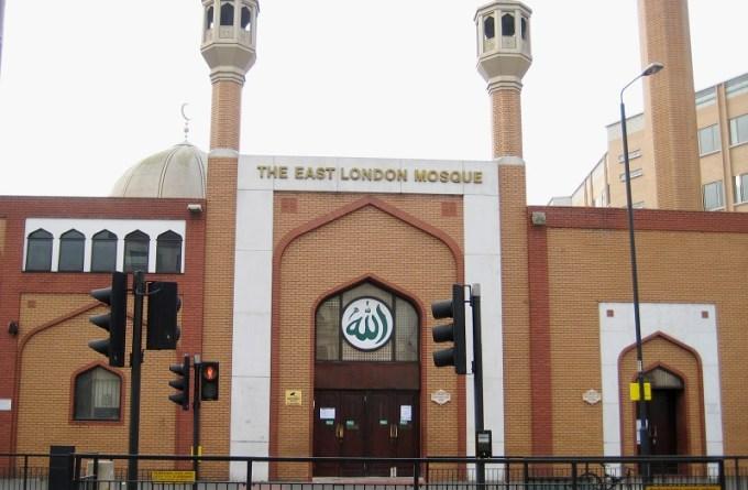 Masjid London Timur (The East London Mosque) yang Berada di London, UK