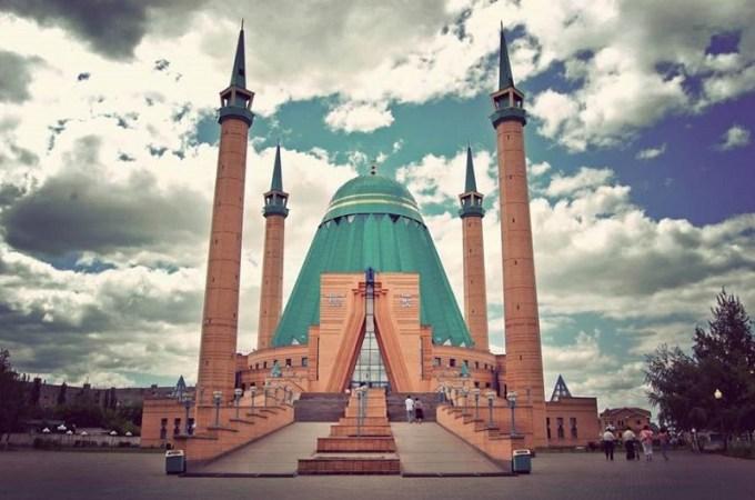 Masjid Mashkhur Jusup yang Berada di Pavlodar, Kazakhstan