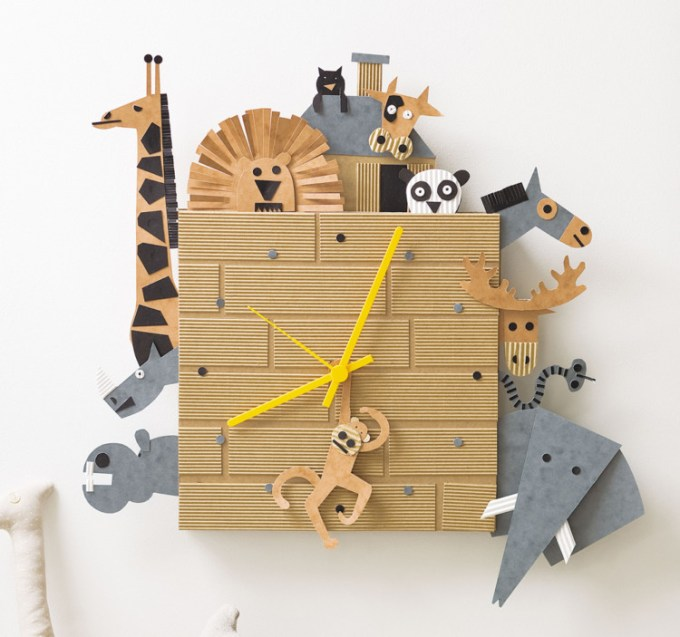 Jam dinding dari kardus