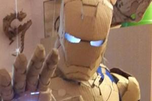 Kostum iron man dari kardus
