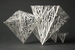 Kertas yang dibentuk seperti piramida
