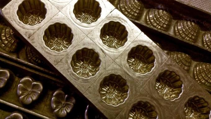 Cetakan coklat antik