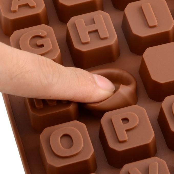 cetakan coklat huruf