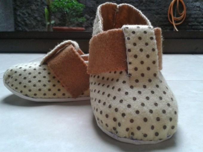 Sepatu anak dari kain flanel
