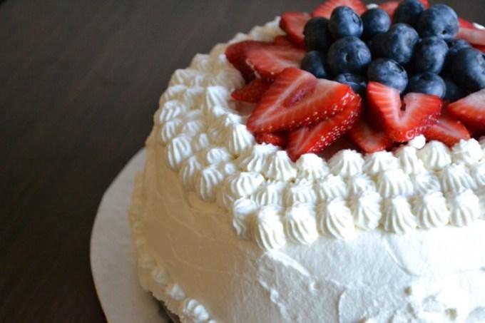 Cake dengan Whipped Cream