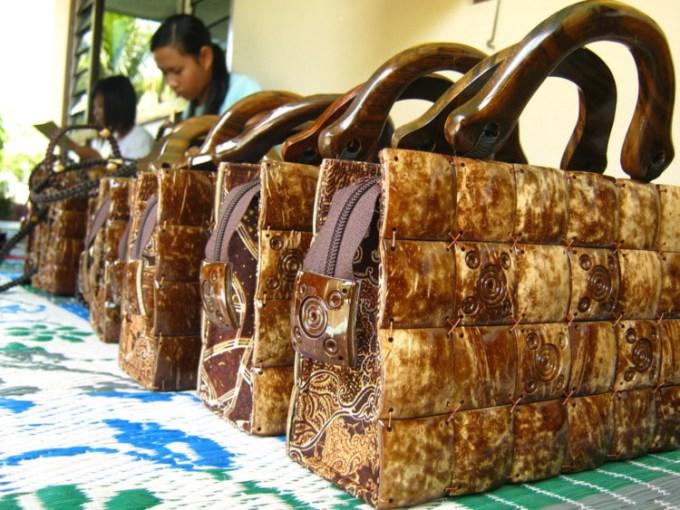 Tas Wanita dari batok kelapa