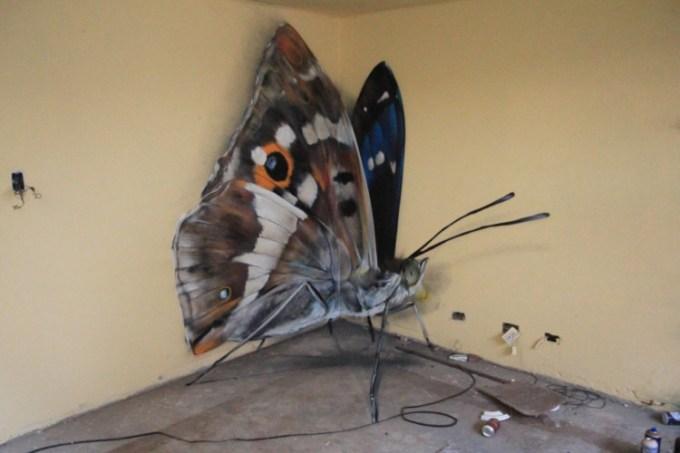 Gambar grafiti berbentuk kupu-kupu
