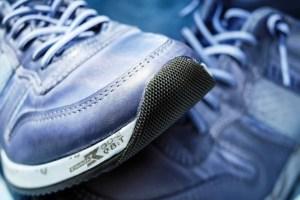 Cara menghilangkan bau tidak sedap pada sepatu