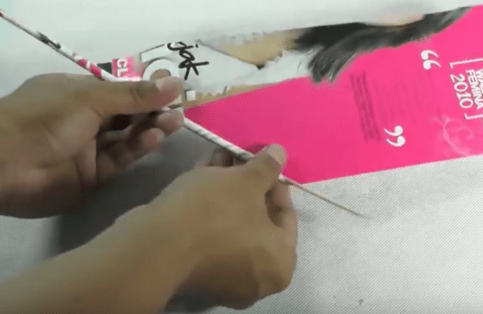 Membuat tempat pensil tahapan menggulung kertas