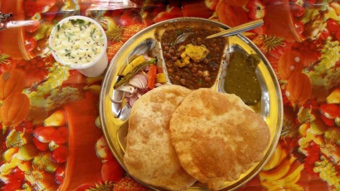 Makanan India Chole Bhature