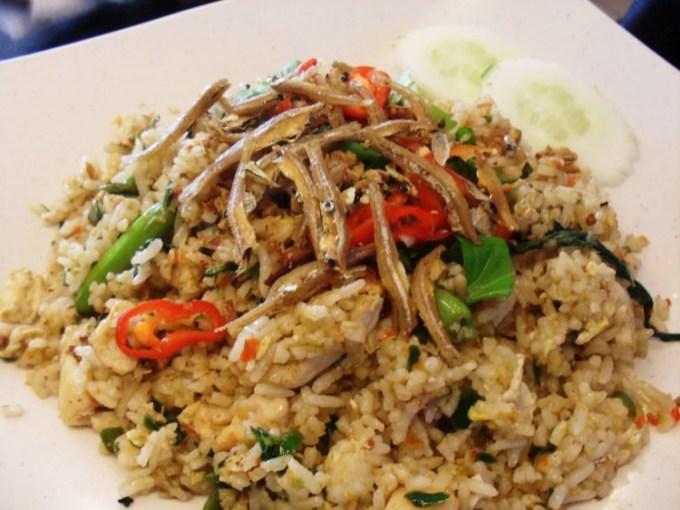 Resep dan cara membuat nasi goreng ikan asin