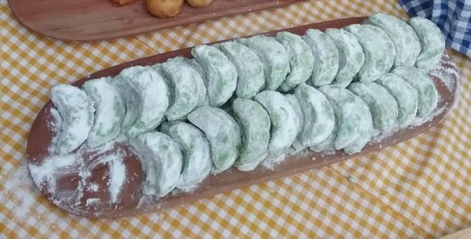 Kue dengan aroma daun pandan dan kerenyahan kue putri salju