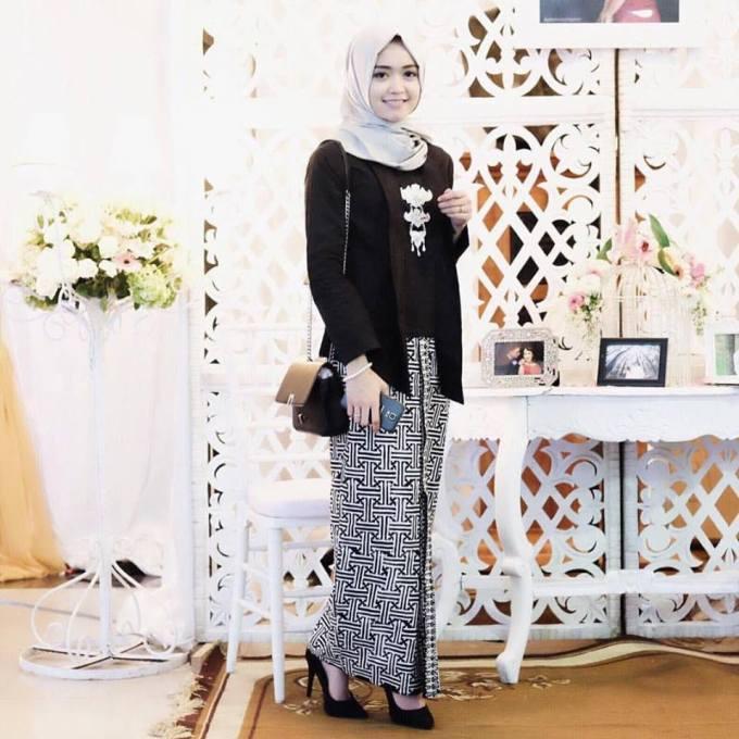 Model baju yang dipakai R.A. Kartini