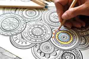perbedaan hasil mewarnai menggunakan crayon pensil warna dan spidol