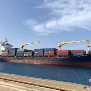 ينبع : وصول أول سفينة محملة بحاويات بضائع لميناء الملك فهد الصناعي