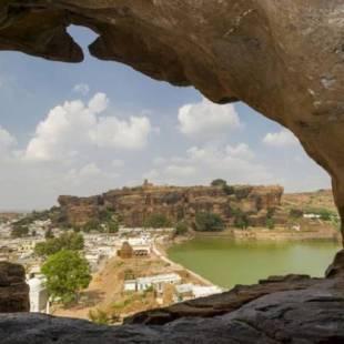 الهند: 6 سياح عاشوا في كهف بعد نفاد أموالهم