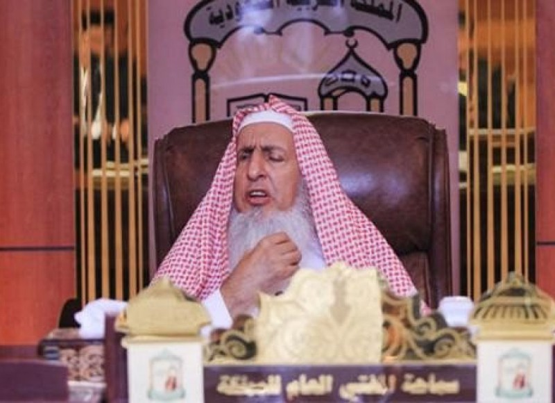 مفتي عام المملكة: يجوز لأقارب المتوفى الصلاة على القبور في الظروف الحالية