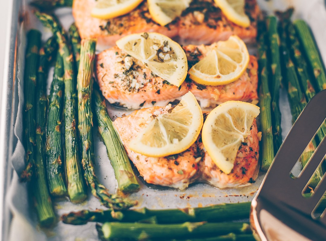 PAN-ROASTED-LEMON-SALMON-AND-ASPARAGUS-MASH-AND-SPREAD