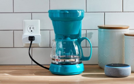 amazon smartplug ed 亞馬遜也讓舊款家電也能有連網互動功能,並且透過Alexa數位助理操作
