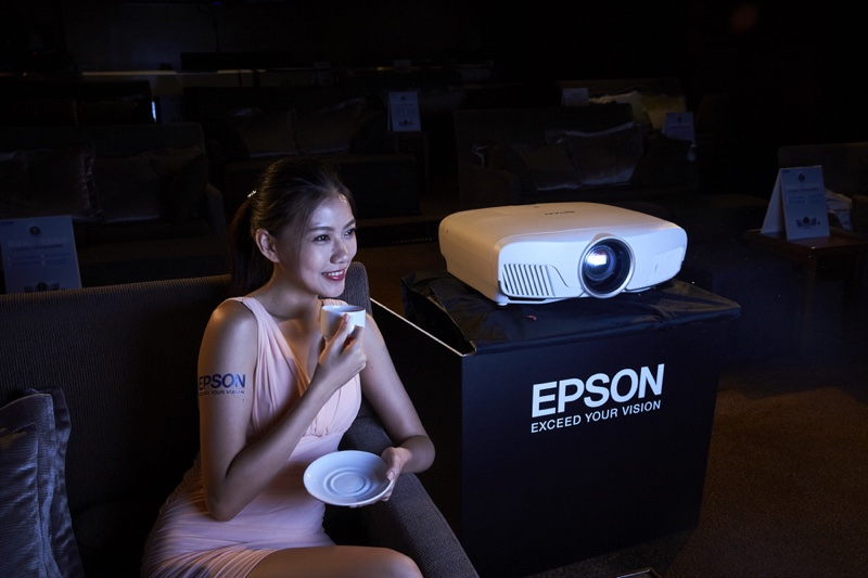 Epson推全球首款無線4K投影機 價格親民設定 (109665) - 癮科技 Cool3c