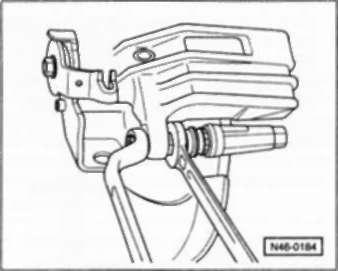 Снятие тормозных колодок заднего дискового тормоза