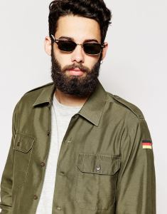 Military Look mit Bart