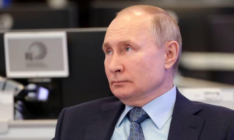 US demands expulsion of 300 Russian diplomats