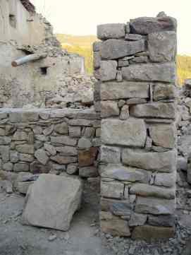 Construyendo esquina de piedra y