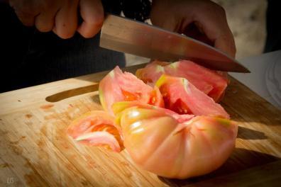 Cortando un buen tomate