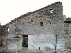 Base de pared reforzada con cal y arena