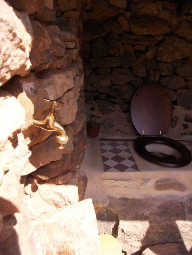 Detalle del grifo del lavabo