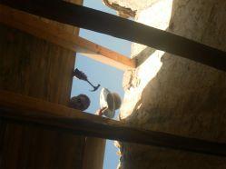 Robert cerrando el techo