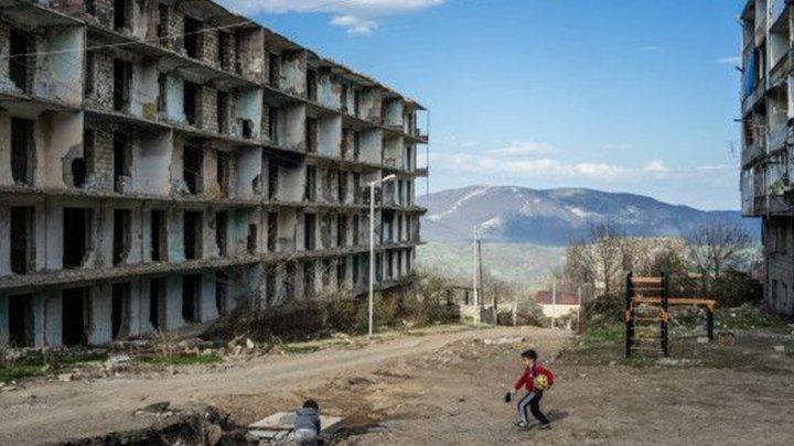 """""""Die Entwicklungen der letzten 200 Jahre stellen eindeutig unter Beweis, dass Aserbaidschan Opfer der armenischen Aggression ist."""" — Dr. Christian Johannes Henrich"""