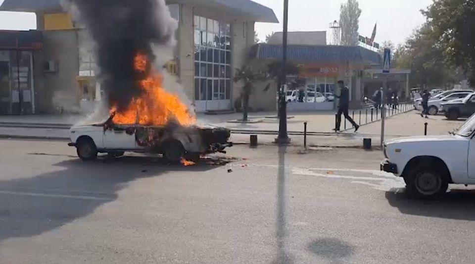 Raketenangriff auf aserbaidschanische Stadt Barda — Armenien tötet Kinder