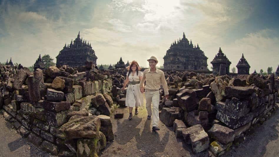 Foto Prewedding Jogja Dengan Lokasi Alam Dan Pegunungan: Sejarah Candi Plaosan, Candi Kembar Dekat Prambanan
