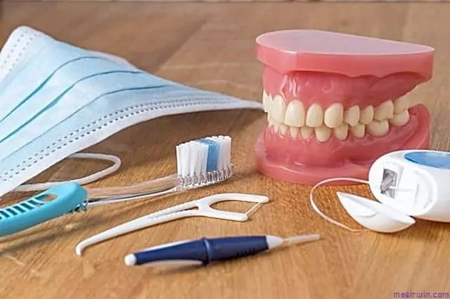 gigi palsu, fotogigi palsu, tugas membuat gigi palsu, membersihkan gigi palsu