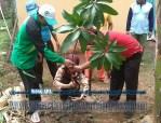 Bina Lingkungan dan Menanam Tanaman Konservasi Sempadan Sungai Serayu desa Pegalongan Patikraja Kabupaten Banyumas (5)